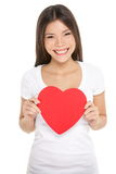 Mujer del día de tarjetas del día de San Valentín que lleva a cabo el corazón aislado Fotos de archivo