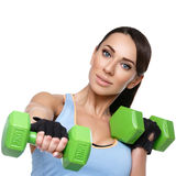 Mujer del deporte con pesas de gimnasia Foto de archivo libre de regalías