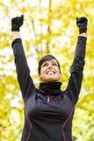 Mujer del deporte que celebra la victoria fotos de archivo