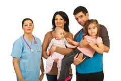Mujer del doctor con la familia feliz Foto de archivo