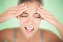 Mujer del dolor de cabeza