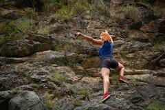 Mujer del escalador de roca fotos de archivo libres de regalías