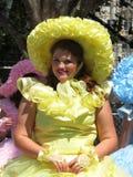 Mujer del este de Maryland de la orilla en un vestido amarillo Foto de archivo