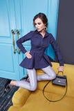 Mujer del estilo de la moda del maquillaje de la ropa del vestido sexy de la belleza Imagen de archivo libre de regalías