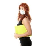 Mujer del estudiante con la máscara Imagenes de archivo