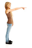 Mujer del estudiante que señala a la derecha Imagen de archivo