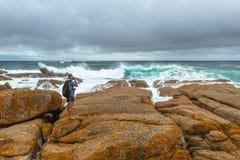 Mujer del fotógrafo del viaje de la naturaleza Foto de archivo libre de regalías