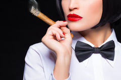 Mujer del gángster con el cigarro Imágenes de archivo libres de regalías