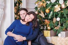 Mujer del hombre del Año Nuevo del embarazo Imagen de archivo libre de regalías