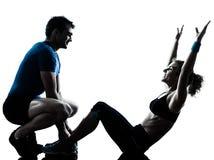 Mujer del hombre que ejercita aptitud abdominal del entrenamiento Imagen de archivo