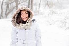 Mujer del invierno de la nieve Imagenes de archivo