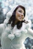 Mujer del invierno en parque Imágenes de archivo libres de regalías