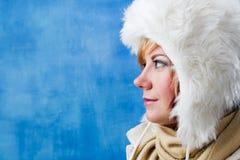 Mujer del invierno en perfil lateral Imagen de archivo