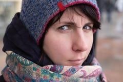 Mujer del invierno en sombrero Fotos de archivo