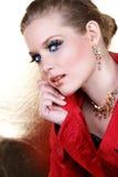 Mujer del maquillaje de la manera en rojo Imagenes de archivo