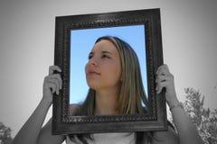 Mujer del marco foto de archivo