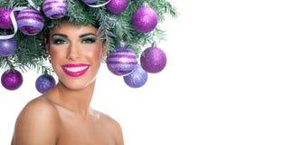 Mujer del modelo de moda de la Navidad El peinado del Año Nuevo de Navidad y hace Fotos de archivo