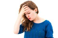 Mujer del pánico con las manos en la cabeza Imagen de archivo