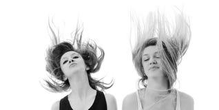 Mujer del partido aislada con el viento en pelo fotos de archivo
