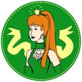 Mujer del pelirrojo con una corona en su cabeza foto de archivo