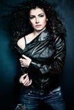 Mujer del pelo rizado imagenes de archivo