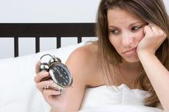 Mujer del reloj de alarma Fotos de archivo