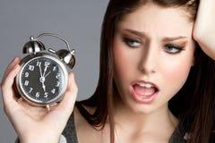 Mujer del reloj de alarma imágenes de archivo libres de regalías