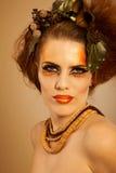 Mujer del retrato de la belleza en maquillaje del otoño Imagen de archivo