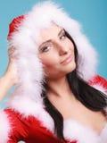 Mujer del retrato que lleva el traje de Papá Noel en azul Fotos de archivo