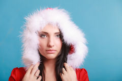 Mujer del retrato que lleva el traje de Papá Noel en azul Fotografía de archivo