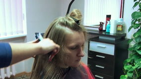 Mujer del salón del peluquero metrajes