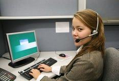 Mujer del servicio de atención al cliente