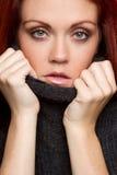 Mujer del suéter imagen de archivo