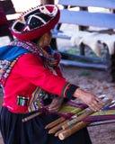 Mujer del tejedor en Chinchero Imagen de archivo