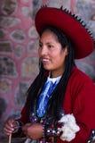 Mujer del tejedor en Chinchero Imagen de archivo libre de regalías