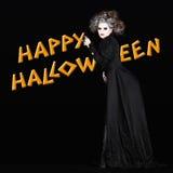 Mujer del vampiro del feliz Halloween con el traje del gotich fotografía de archivo