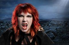 Mujer del vampiro que silba imagen de archivo libre de regalías
