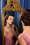 Mujer del vintage con perfume Imagen de archivo