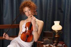 Mujer del violín imagen de archivo