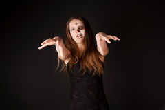 Mujer del zombi en alineada negra fotografía de archivo libre de regalías