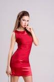 Mujer delgada atractiva en alineada roja Fotografía de archivo libre de regalías