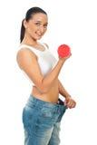 Mujer delgada con pesa de gimnasia Imágenes de archivo libres de regalías