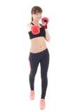 Mujer delgada hermosa joven en los guantes de boxeo aislados en blanco Foto de archivo