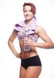 Mujer deportiva con agua mineral Imagen de archivo libre de regalías