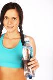Mujer deportiva con agua mineral Foto de archivo