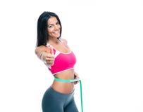 Mujer deportiva con la cinta métrica Foto de archivo libre de regalías