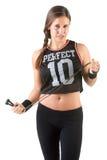 Mujer deportiva con la cuerda de salto imagenes de archivo