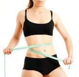 Mujer deportiva con una cinta métrica Imagenes de archivo