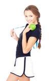 Mujer deportiva joven con la manzana verde Imagenes de archivo