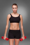 Mujer deportiva que hace ejercicio aeróbico Imagen de archivo
